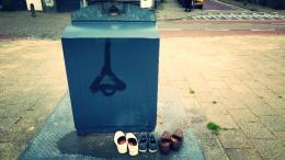 Dat is de mens in zijn ware gedaante: hij scheldt op zijn schoenen, terwijl de schuld bij zijn voeten ligt. Samuel Beckett