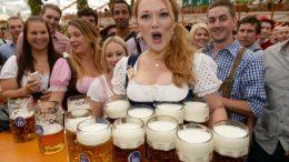 Bier en Dirndl.